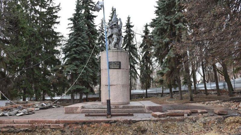 Мемориал борцам Революции. Вандализм под  видом ремонта