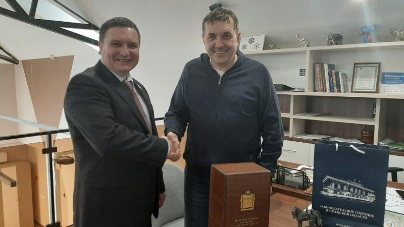 Дудонька для дурачка. Экс-бизнесмен Олег Звонов присвоил награду Пензенского Законодательного собрания