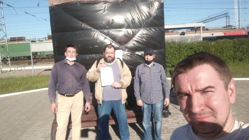 В Пензе накануне губернаторских выборов очередной скандал — оппозиционные активисты «упаковали» и подготовили к отправке в Прагу памятник белочешским легионерам на станции Пенза-III