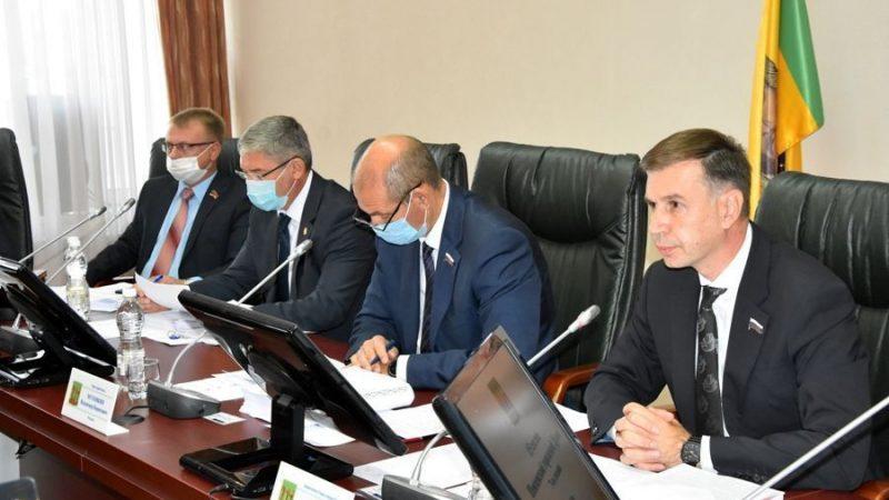 """Большинство Пензенской Гордумы """"за"""" отставку главы города Мутовкина. Но он остается"""