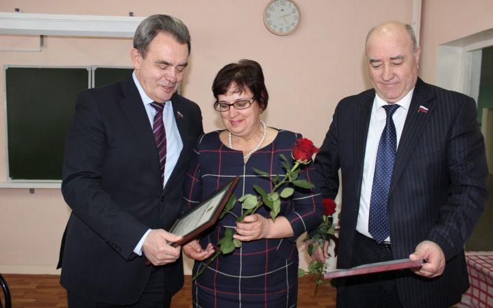 111 жителей Сурска требуют судить депутатов областного парламента Игоря Борисова и Валерия Лидина