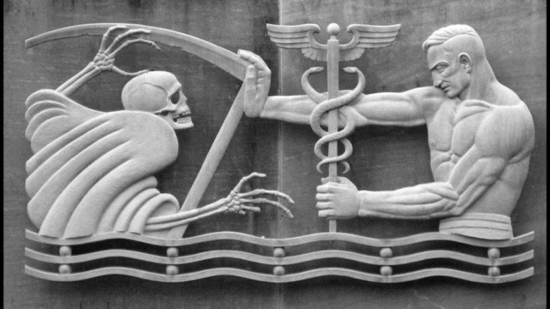 Борьба с коронавирусом как основная причина избыточной смертности в России в 2020 году