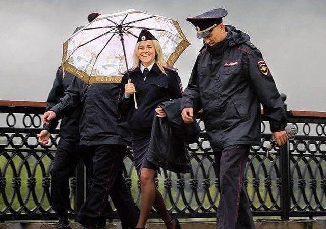 Полиция мокла под дождем. Заплатит ли Матвиенко?