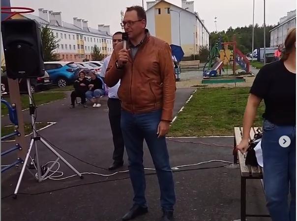 Депутат Рогонов ответил по поводу исчезнувшей детской площадки на Шуисте